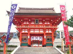 Entrance of Fushimi Inari Shrine Kyoto (c)MoinServus!