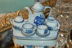 Vintage little girl's teensy tea set