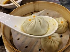 800 bowls review – bowling over the Yangon dumpling competition