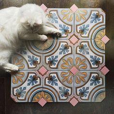 #vives #vivesceramica #azulejos #azulejohidraulico #tiles #allyouneedistile #tileaddiction #iliketiles #ilovetiles #amantesdelosazulejos #trendceramics #design #decoration #architecture #cat by vivesceramica