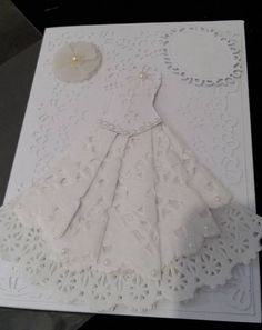 Invitations with paper lace - Dale Details Paper Lace, Paper Flowers Diy, Wedding Cards, Wedding Favors, Doilies Crafts, Shabby Chic Christmas, Cute Cards, Dress Patterns, Cardmaking