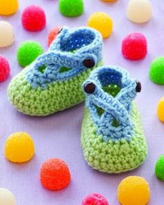 gumdrop booties by robyn chachula  - from the making spot - over 200 free how-tos: crochet, knit, scrapbooking, card making, cross stitch!!!!!