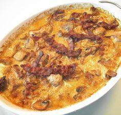 Mørbradbøffer i cremet flødesovs med bacon, champignon og bløde løg
