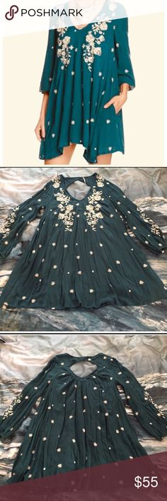 """Darling Free People Embroidered Dress 🌿🍃 This dress is prettier in real life. It comes to my knees. I am 5'1"""". It has pockets. It is in excellent used condition, only having been worn a couple times. Free People Dresses"""