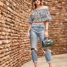 Jeans + sandálias @vicenza_ = ! Aliás, vocês conhecem a Lola? Essas sandálias aí são a nova aposta da marca e prometem dar o que falar! O legal é que elas vem com uma bandana que podemos usar em qualquer outro lugar! A minha está na bolsa! Depois mostro de pertinho tá?! #thassiastyle #ootd #denimlover