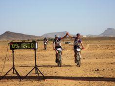 Víctor Tasende, que participó en la Titan Desert con el patrocinio de Marineda City, completó esta prueba de ciclismo extremo tras recorrer 600 km en el sáhara marroquí. ¡Enhorabuena Titán!