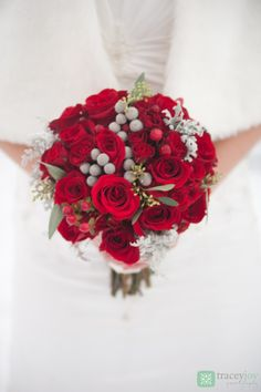 Red wedding, winter wedding, red roses, silver brunia, dusty miller