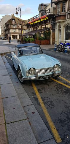 This Triumph I spotted in Deauville France. [1960x4032] via Classy Bro