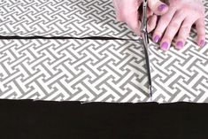 How to Make Box Cushions with a Zipper | OFS Maker's Mill Cool Woodworking Projects, Diy Sewing Projects, Sewing Hacks, Sewing Tips, Custom Cushion Covers, Diy Cushion, Cushion Cut, Piping Tutorial, Cute Cushions