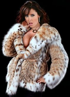 The devine in this wonderful fur from ❤️❤️❤️ real beauty Leopard Fur Coat, Fox Fur Coat, Fur Coats, Lynx, Christina Carter, Fur Fashion, Womens Fashion, Stunning Brunette, Mrs Carter