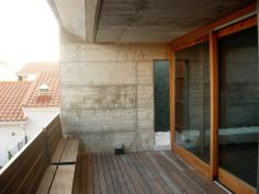 Esther Roca House / Josep Llobet _ bench as railing