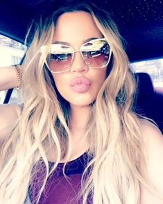 Big lips are in! Khloe Kardashian has one of the most beautiful faces on TV. And the reality siren has a habit of showing off her looks on social media, as she did again on Sunday Estilo Khloe Kardashian, Khloe Kardashian Photos, Kardashian Family, Kardashian Jenner, Kyle Jenner, Kendall Jenner, Kylie, Kardashian Kollection, Hair
