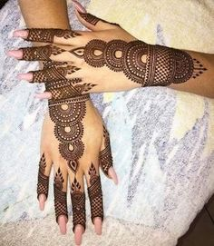 Get Karwa Chauth Mehndi Designs. Get Step by Step Henna (Mehandi Designs) for Karva Chauth that are Specially Designed to Impress Husband. Henna Hand Designs, Dulhan Mehndi Designs, Arte Mehndi, Mehndi Designs Finger, Stylish Mehndi Designs, Mehndi Designs For Girls, Bridal Henna Designs, Mehndi Design Pictures, Beautiful Mehndi Design