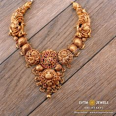 Look more traditional with this gold short necklace prettified with a gold ball and kemp stone, uncut Diamond stone and real stone design. Vanki Designs Jewellery, Gold Earrings Designs, Necklace Designs, Gold Temple Jewellery, Gold Jewelry Simple, Short Necklace, Uncut Diamond, Diamond Stone, Bridal Jewelry