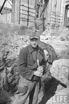 Captive German works on rebuilding the ruined city. Atone for sins before the Russians. Stalingrad metro station. 1947