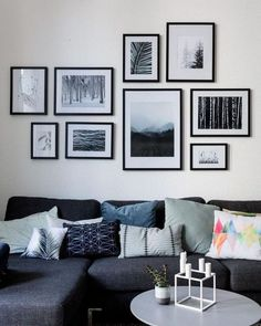 27 Easy And Simple Chic Living Room Wall Decor Ideas. Living room wall decor are a good choice for quite a few explanations. If covering the entire wall with something Interior Design Living Room, Living Room Designs, Diy Interior, Scandinavian Interior, Gallery Wall Layout, Art Gallery, Living Room Gallery Wall, Pictures On Wall Living Room, Art In Living Room