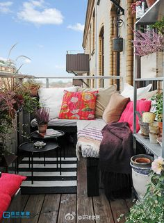 How to make cozy on a small balcony