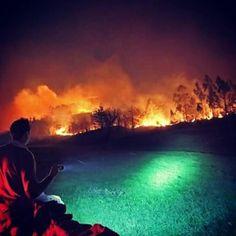 Los cántabros estamos con el corazón encogido por los 40 incendios de nuestra región a los que se ha tenido que sumarse el ejercito para sofocarlos... #rabia #impotencia y #pena... Imposible quedarse impasible.  Foto de @srocillos. #ardecantabria #soscantabria #cantabria #turismo #estaes_cantabria #estaescantabria #cantabriapaísdelagua #cantabriagrafias #fotocantabria #thisiscantabria #cantabriasan #cantabriayturismo #Cantabria_y_turismo #cantabricamente #cantabriainfinita #igerscantabria