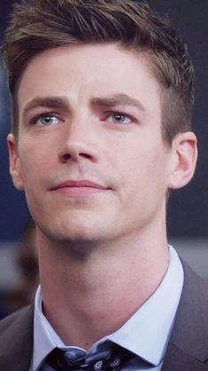 Grant Gusting, Flash Barry Allen, The Flash Grant Gustin, Fastest Man, Supergirl And Flash, Handsome Actors, Celebrity Crush, Marvel Dc, Cute Boys