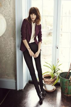 Alexa Chung for Vero Moda's Fall 2012 Campaign - Yes, everyone! The ultimate Brit It-girl is back again! Alexa Chung stars in Vero Moda's fall 2012 campaign wearing some of the brand's hottest pieces for the cold-weather season! Alexa Chung Style, Fashion Mode, Work Fashion, Female Fashion, High Fashion, Burgundy Blazer, Maroon Blazer, Maroon Jacket, Moderne Outfits