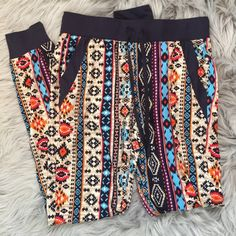 SALE! Aztec Print Joggers Worn once!  Super cute size xs. Price firm No Boundaries Pants Track Pants & Joggers