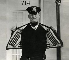 Electrically Heated Jacket (USA, Electrically heated vest, developed for the traffic police in the United States. The power is supplied by electric contacts in the street.