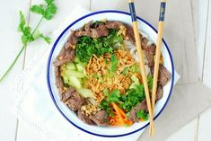 Vietnamese beef salad (recipe in French) Beef Tip Recipes, Asian Recipes, Cooking Recipes, Ethnic Recipes, Beef Tips, Roast Recipes, Healthy Eating Tips, Healthy Breakfast Recipes, Healthy Recipes