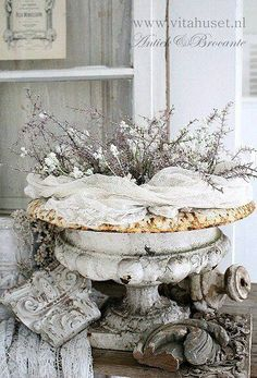 Shabby Chic Home Products shabby chic style interior design.Shabby Chic Garden Shed. Shabby Chic Mode, Estilo Shabby Chic, Shabby Chic Bedrooms, Shabby Chic Style, Shabby Chic Furniture, Shabby Chic Decor, Vintage Furniture, Rustic Decor, Farmhouse Decor
