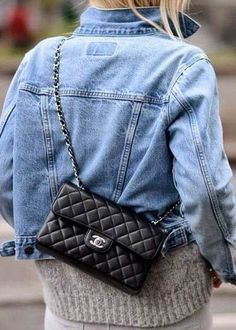 Buy your leather handbag CHANEL on Vestiaire Collective, the luxury consignment store online. Second-hand leather handbag CHANEL Black in Leather available. Womens Fashion Online, Latest Fashion For Women, Chanel Bag Black, Chanel Chanel, Chanel Bag Classic, Chanel Outfit, Fashion Looks, Fashion Fashion, Fashion 2018