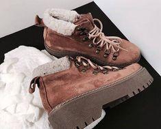 Pinterest: Javi Kassens ↠ Vans Boots, Shoe Boots, Shoe Bag, Blue Suede Shoes, Suede Ankle Boots, Zapatos Shoes, Shoes Heels, Pretty Shoes, Sock Shoes