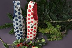 Easy instructions for sewing a bottle bag (with free pattern) Bag Pattern Free, Bag Patterns To Sew, Tote Pattern, Sewing Patterns Free, Free Sewing, Wallet Pattern, Pattern Sewing, Wine Tote Bag, Wine Bags
