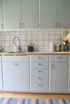 Modern Farmhouse Kitchens, Farmhouse Kitchen Decor, Home Decor Kitchen, Kitchen Furniture, Kitchen Interior, New Kitchen, Kitchen Ideas, Kitchen Cabinet Design, Kitchen Cabinets