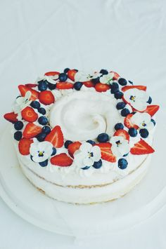 Mini Cakes, Birthday Cake, Desserts, How To Make, Ideas, Food, Tailgate Desserts, Deserts, Birthday Cakes