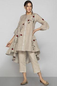 Buy Linen Embroidered Tunic by Kaveri at Aza Fashions - Pakistani dresses Pakistani Fashion Party Wear, Indian Fashion Dresses, Indian Designer Outfits, Pakistani Outfits, Indian Outfits, Pakistani Casual Wear, Fashion Outfits, Stylish Dresses For Girls, Stylish Dress Designs
