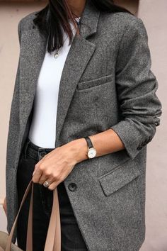 Minimal and classic everyday look. look look look – Fashion Fashion Mode, Work Fashion, Street Fashion, Fashion Outfits, Womens Fashion, Punk Outfits, Fashion Skirts, Fashion Hacks, Color Fashion