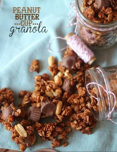 Reese's granola bites... Easy to make and great for a snack! http://cookiesandcups.com/peanut-butter-cup-granola/