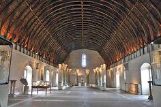910 Abbey of Cluny Burgundy France  Stichters Willem I Abt Beron Cluniacenzer hervorming benedictijnen. De kerk Saint Pierre et Saint Paul was voor de bouw van Sint-Pietersbasiliek Rome de grootste.Stijl Bourgondisch-Romaanse. Enkel overblijfselen van dit machtig bouwwerk (177m met vijf klokkentorens) resten nog.