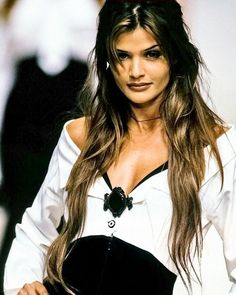 Helena   ...  #photography #photographer #art #portrait #helenafans #helenachristensen #topmodel #90s #90ssupermodels #picoftheday  #followforfollow  #inspiration  #instagood  #instagram #mood #hair #style #eyes #theface #music #versace #chanel
