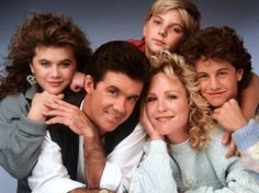 Joanna Kerns, Alan Thicke, Kirk Cameron, Tracey Gold, and Jeremy Miller in Growing Pains Best Tv Shows, Favorite Tv Shows, Favorite Things, Best Memories, Childhood Memories, Sean Leonard, Jennifer Warnes, Alan Thicke, Family Tv Series