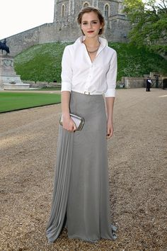 May 13 2014 Emma Watson wore a white shirt and full-length skirt both by Ralph Lauren Collection with Monica Vinader jewellery and a Roger Vivier clutch. Traje Semi Formal, Semi Formal Wedding Attire, Wedding Attire For Women, Emma Watson Estilo, White Long Sleeve, Marie, Ideias Fashion, Ralph Lauren, Fashion Looks