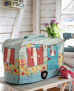 A Fun Sewing Machine Cover for Your Sewing Room - Quilting Digest - Vintage Caravan Sewing Machine Cover - Sewing Hacks, Sewing Tutorials, Sewing Crafts, Sewing Tips, Sewing Basics, Sewing Ideas, Leftover Fabric, Love Sewing, My Sewing Room