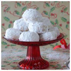 Greek Sweets, Greek Desserts, Greek Recipes, Xmas Desserts, Dessert Recipes, Kourabiedes Recipe, Greek Cookies, Greek Pastries, Biscotti Cookies