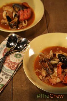 This Spanish Seafood Stew (Zarzuela de Mariscos) is flavorful & delicious!