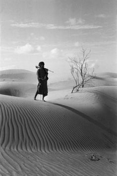 Bin Kabinah in the Empty Quarter by Wilfred Thesiger