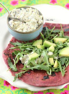 Wraps à la betterave, sauce tofu & herbes http://cuisipat.canalblog.com/archives/2015/03/11/31687490.html
