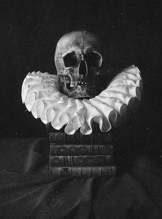 skull & a neck ruff ... spooky halloween décor