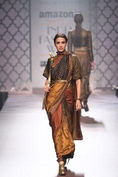 36 brand new saris for the Indian wedding hopper Ethnic Fashion, Modern Fashion, Asian Fashion, Latest Fashion, Style Fashion, Saree Draping Styles, Saree Styles, India Fashion Week, Lakme Fashion Week