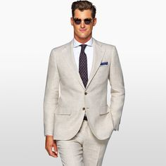 Masculine, tailored fit in pure linen: The light brown Lazio. Custom Tailored Suits, Custom Suits, Beige Suits, Elegant, Mens Suits, Fashion Forward, Suit Jacket, Menswear, Mens Fashion