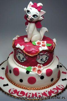 Tort piętrowy z kotką Disneya