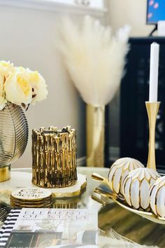 Looking to style your living room coffee table with some bold statement pieces? Check out this gold Thompson Ferrier Sagano candle that you can light to fill your home with fragrance and place it on the table as your main statement piece. Next to it, stack a couple of coasters for when you have guests over and need to serve them and enjoy hanging out at home! pc: @optimumpalette
